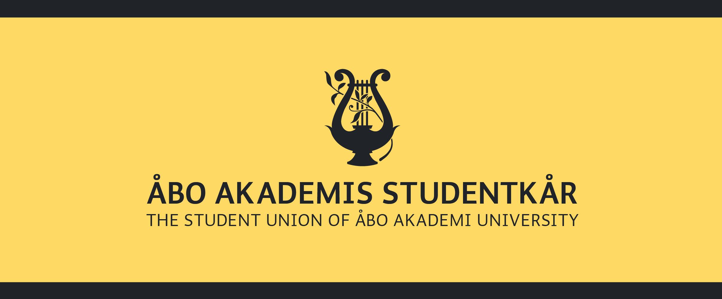 Åbo Akademis Studentkårs svarta logo på ljusgul bakgrund