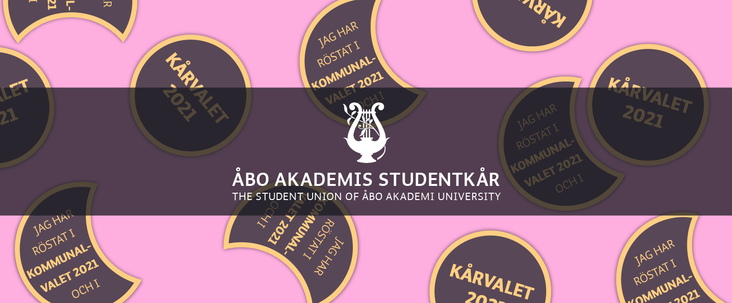 Fula halarmärkesdesigns på ljusröd bakgrund. Studentkårens logo./ Ugly overall patch designs on baby pink background. The Student Unions logo.
