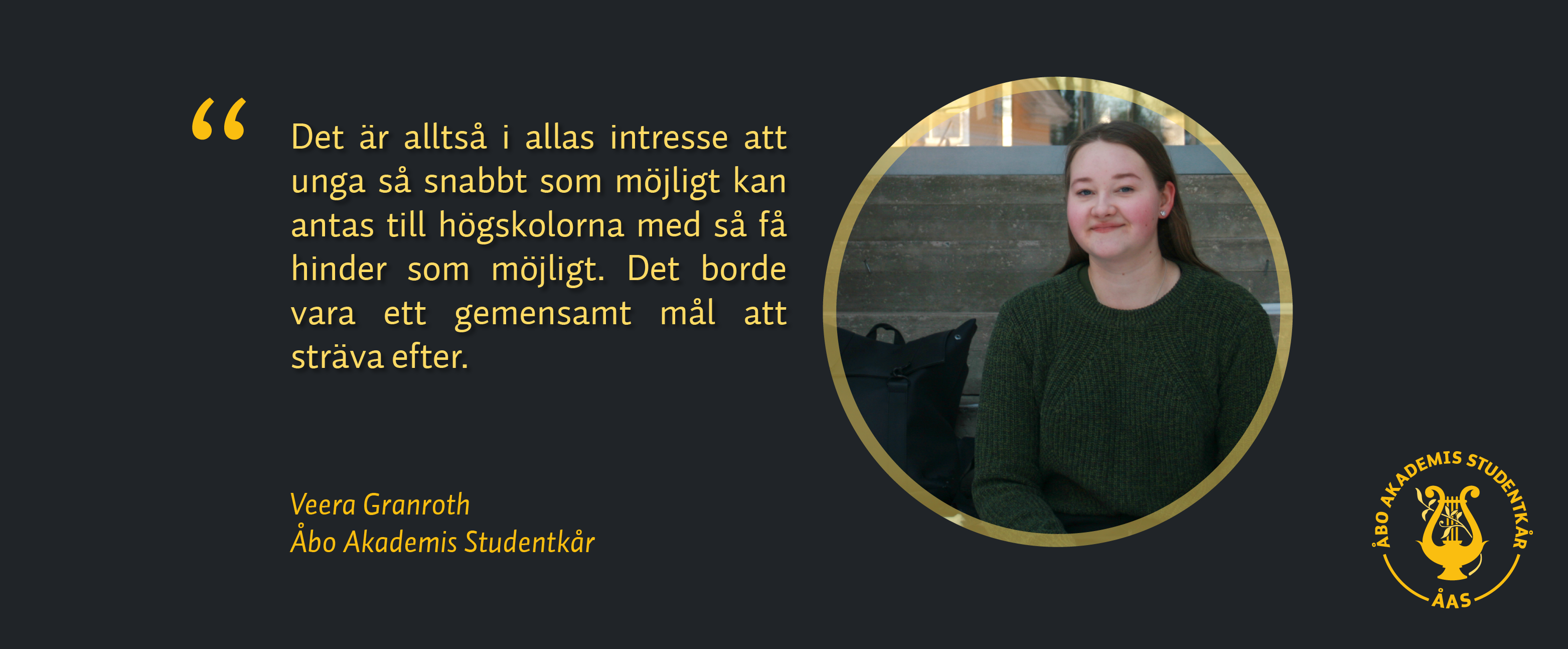 En citat från bloggtexten samt bild på skribenten Veera Granroth. Hon sitter på trappan utomhus, tittar mot kameran och ler.